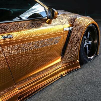 Nissan R35 GT-R gold 2